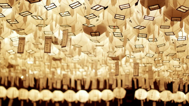 vídeos y material grabado en eventos de stock de cu la r/f white paper lanterns with prayers at jogyesa temple, buddha's birthday, seoul, south korea - corea