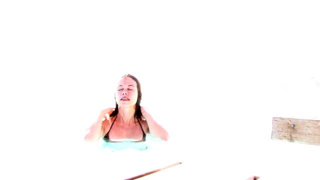 bianco piscina - emersione video stock e b–roll