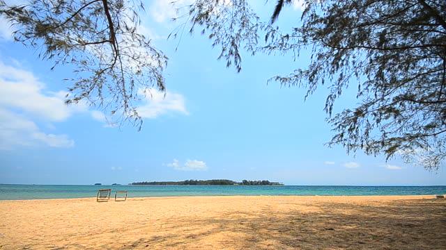 vídeos y material grabado en eventos de stock de playa de arenas blancas en el cielo azul en la isla - full hd format