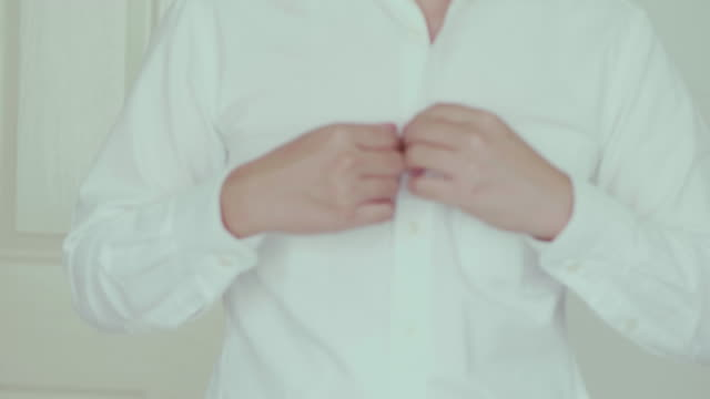 vídeos de stock, filmes e b-roll de camisa branca. escritório do japão de close-up - camisa