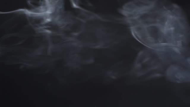白い煙黒い分離 - グレースケール点の映像素材/bロール