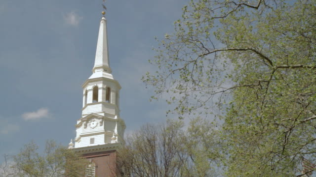 vídeos y material grabado en eventos de stock de la white spire with clock - aguja chapitel