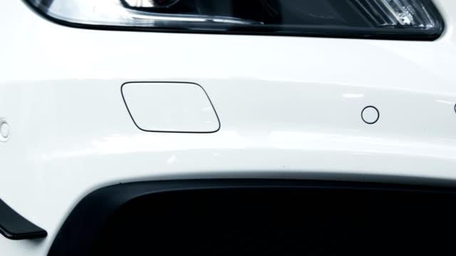 vídeos de stock e filmes b-roll de branco desporto automóvel. vista lateral - grade de radiador