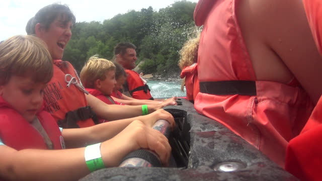 white water mit dem jet-boot - fluss niagara river stock-videos und b-roll-filmmaterial