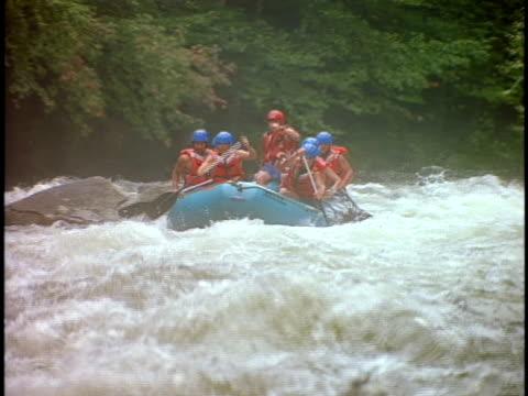 slo mo, ms, pan, white water rafters paddling through rapids, otter slide, north creek, adirondack state park, new york state, usa  - adirondacks rafting stock videos & royalty-free footage