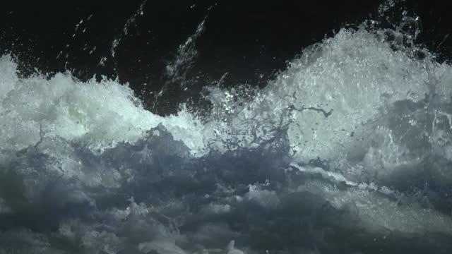 vídeos de stock, filmes e b-roll de white water rapids - corredeira rio