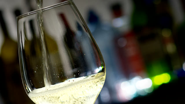 white wine glass - bicchiere da vino video stock e b–roll