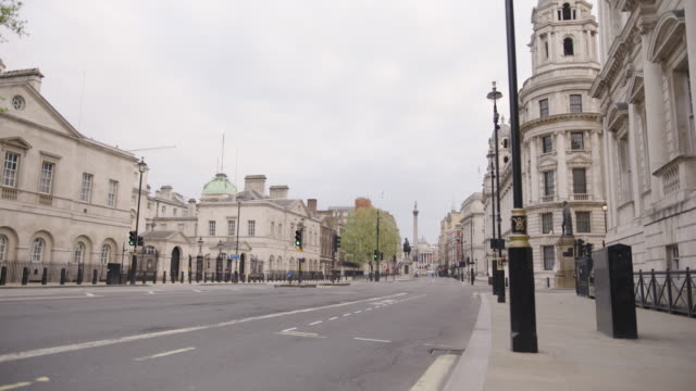 whitehall - empty london in lockdown during coronavirus pandemic - standbildaufnahme stock-videos und b-roll-filmmaterial