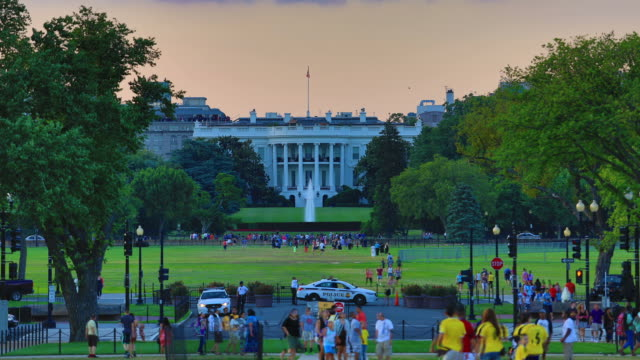 whitehouse time lapse dal giorno alla notte - la casa bianca washington dc video stock e b–roll
