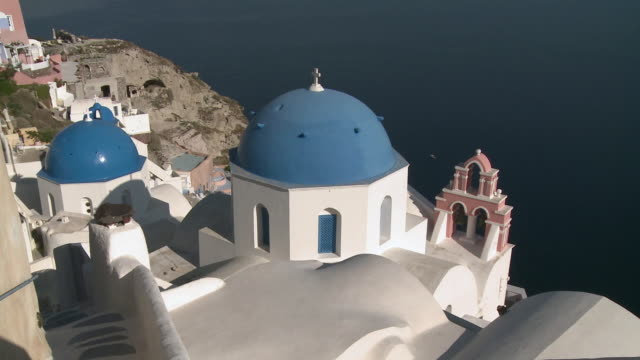 stockvideo's en b-roll-footage met ws ha whitewashed church with blue roof / oia, santorini, greece - oia santorini