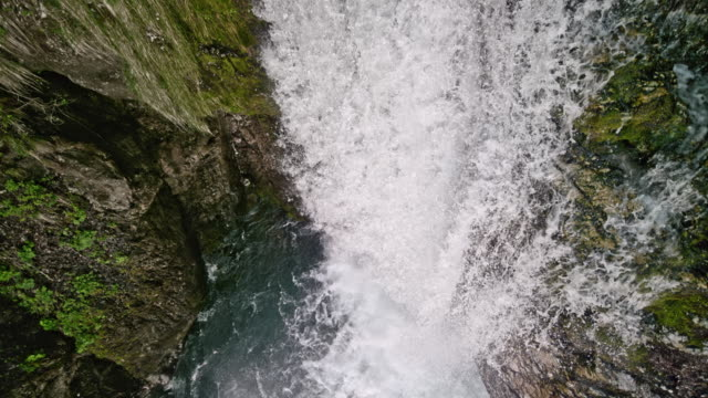 slo mo whitewater flowing over the rugged rocks creating a waterfall - power in nature stock videos & royalty-free footage