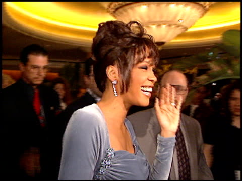 vídeos de stock, filmes e b-roll de whitney houston at the arista records grammy awards party at the beverly hilton in beverly hills california on february 27 1996 - 1996