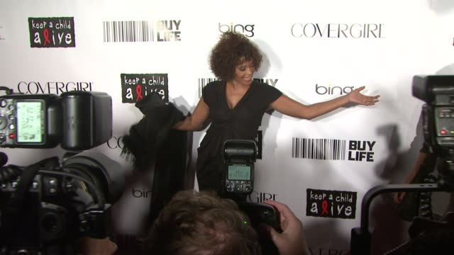 whitney houston at the keep a child alive's 7th annual black ball - red carpet at new york ny. - whitney houston stock-videos und b-roll-filmmaterial