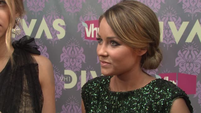 stockvideo's en b-roll-footage met whitney port and lauren conrad at the 2009 vh1 divas red carpet at new york ny - vh1