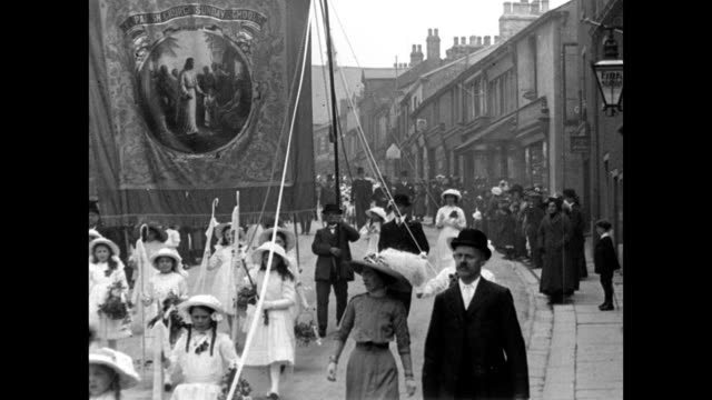 whitsuntide processions at clitheroe 1913 - stile edoardiano video stock e b–roll