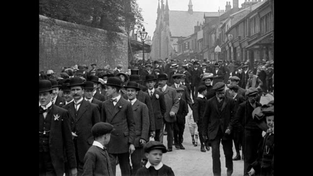 vidéos et rushes de whitsuntide processions at clitheroe 1913 - religion