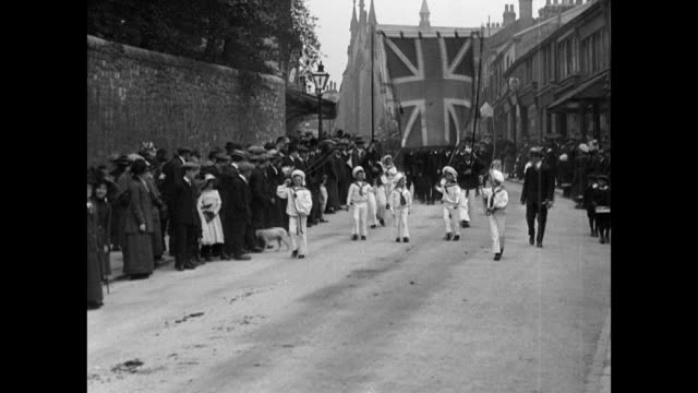whitsuntide processions at clitheroe 1913 - 1913 stock-videos und b-roll-filmmaterial