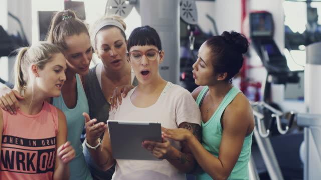 vídeos de stock, filmes e b-roll de quem sabia que havia tantas dicas de fitness grande on-line - health club