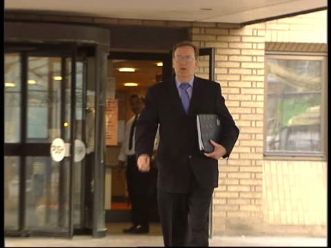 'who wants to be a millionaire' court trial; itn england london southwark crown court ext tecwin whittock along from court building pull out track... - tävlingsprogram bildbanksvideor och videomaterial från bakom kulisserna