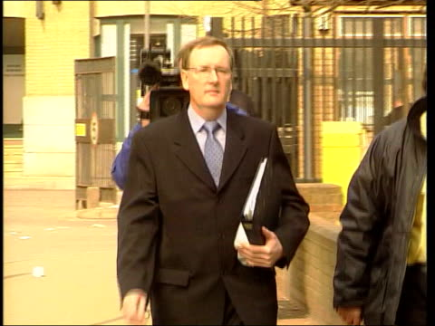 'who wants to be a millionaire' court trial; itn england: london: southwark crown court ext tecwen whittock arriving at court - gioco televisivo video stock e b–roll