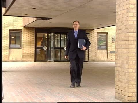 vídeos y material grabado en eventos de stock de 'who wants to be a millionaire' court trial; itn england: london: southwark crown court ext tecwen whittock leaving court - concurso televisivo