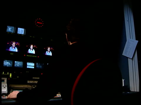 'who wants to be a millionaire' trial verdict itn reconstruction seq hands moving dials on control panel in gallery/ sound monitors moving/ sound... - クイズ番組点の映像素材/bロール