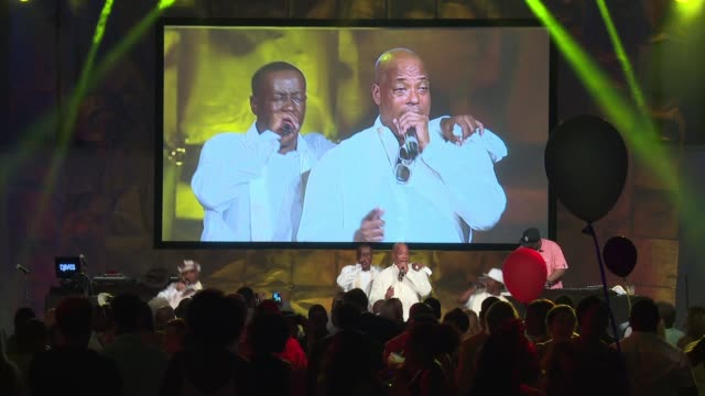 vídeos y material grabado en eventos de stock de performance whodini at russell simmons rush philanthropic arts foundation's 2016 art for life benefit at fairview farms on july 16 2016 in... - russell simmons