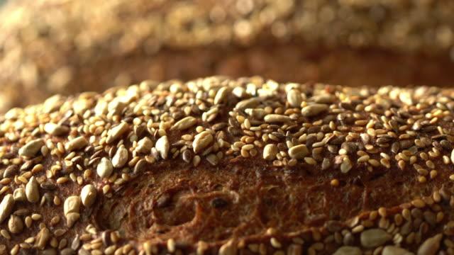 stockvideo's en b-roll-footage met volkoren bread.mov - volkoren