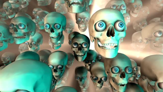 vídeos de stock, filmes e b-roll de muito of skulls caindo sob luz brilhante (circulares - boca humana