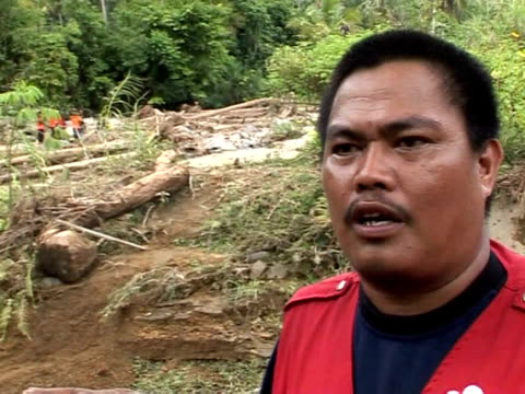 whole villages in indonesia's quake zone have been found obliterated by landslides, as rescuers searched desperately for up to 4,000 people believed... - rubble stock-videos und b-roll-filmmaterial
