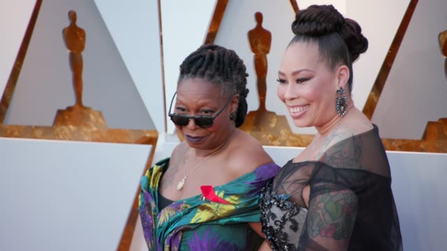 whoopi goldberg and alex martin at 90th academy awards arrivals 4k footage at dolby theatre on march 04 2018 in hollywood california - whoopi goldberg stock videos & royalty-free footage
