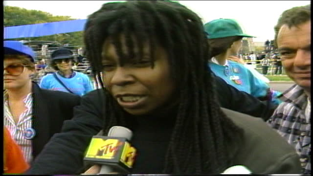 whoopi goldberg says she is at march for 60 friends she lost and the kids whose house was burned because they had aids, she wants the white house to... - 1987 bildbanksvideor och videomaterial från bakom kulisserna