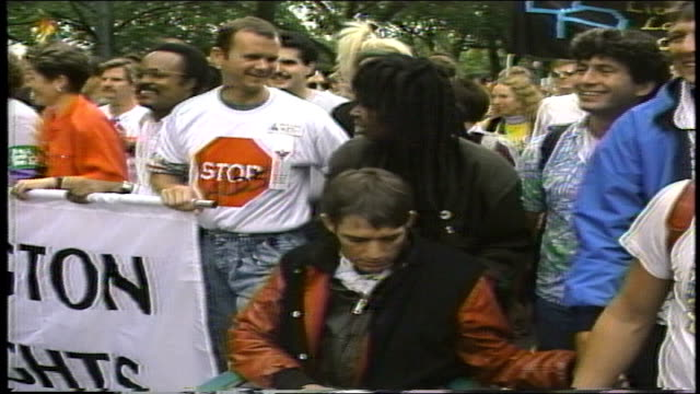 whoppi goldberg pushing friend in wheelchair in protest walk in washington dc - 1987 bildbanksvideor och videomaterial från bakom kulisserna