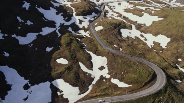 wide aerial shot of cars driving on winding mountain pass / grossglockner, carinthia, austria - carinthia stock videos & royalty-free footage