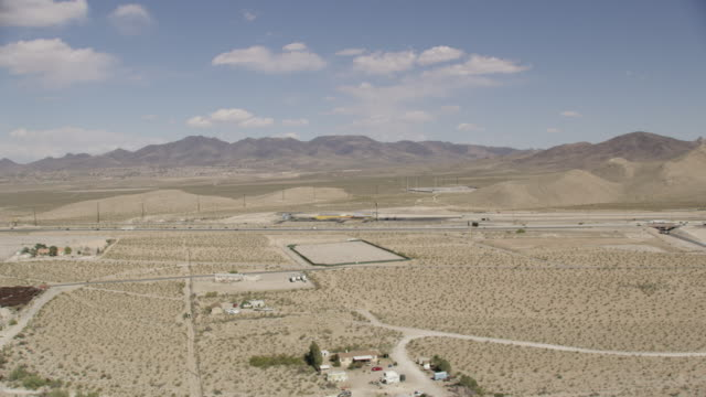 wide aerial view of interstate 15 in las vegas desert - nevada stock-videos und b-roll-filmmaterial