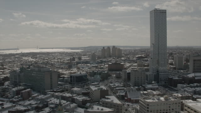 wide aerial view of jersey city on a sunny winter day - ジャージーシティ点の映像素材/bロール