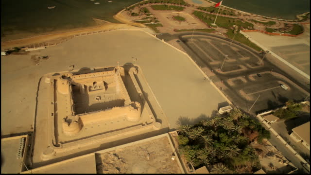 wide aerial view of the islamic 15th century ramparts and towers of arad fort - circa 15th century stock videos & royalty-free footage