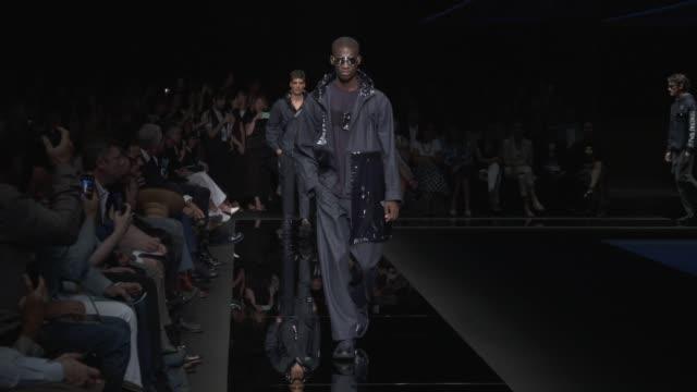 stockvideo's en b-roll-footage met wide and detail runway shots and designer. - catwalk toneel