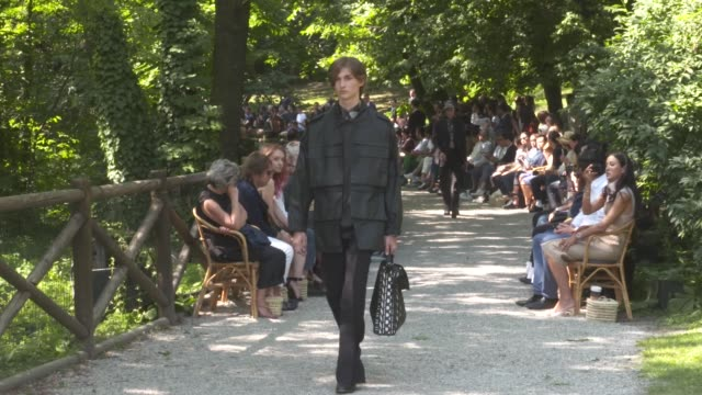 wide and detail runway shots and designer - spring summer collection stock videos & royalty-free footage