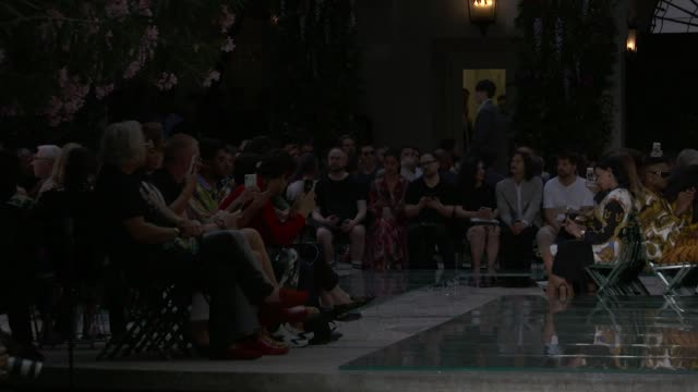 stockvideo's en b-roll-footage met wide and detail runway shots highlights of looks with finale and designer - versace modelabel