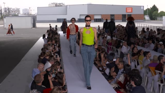 vidéos et rushes de wide and detail runway shots highlights of looks with finale and designer - collection automne hiver