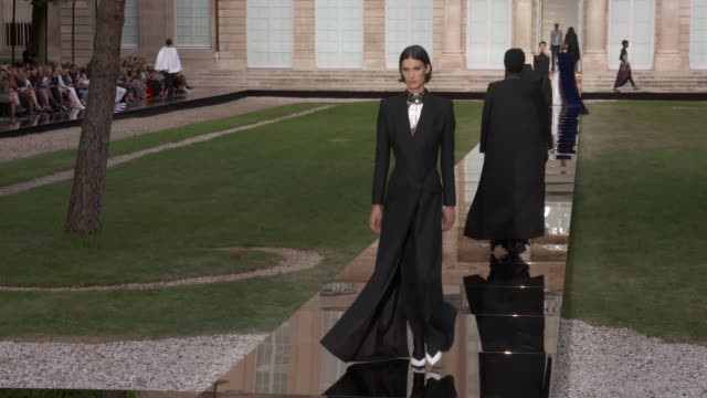 wide and detail runway shots highlights of looks with finale and designer - ramp stock videos & royalty-free footage