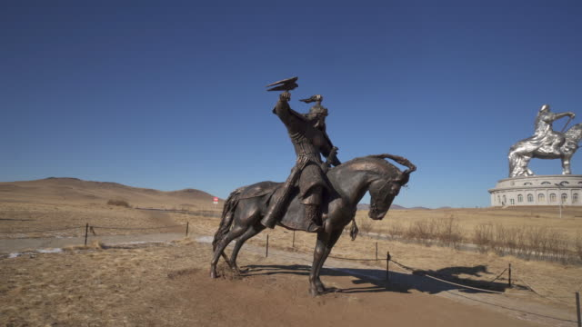wide angle: a giant bronze statue of a warrior holding a hawk - ulaanbaatar, mongolia - ulan bator stock videos & royalty-free footage