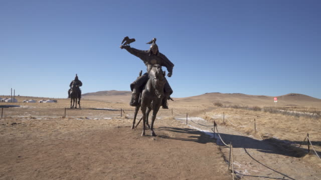 wide angle: a giant bronze statue of a warrior - ulaanbaatar, mongolia - ulan bator stock videos & royalty-free footage