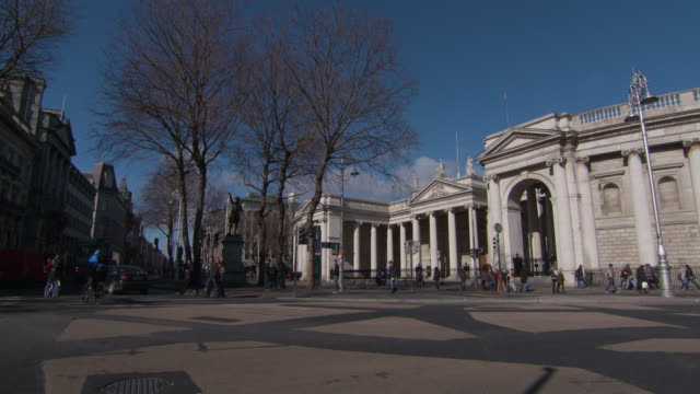 stockvideo's en b-roll-footage met wide angle: an irish parliament building in dublin, ireland - parliament building