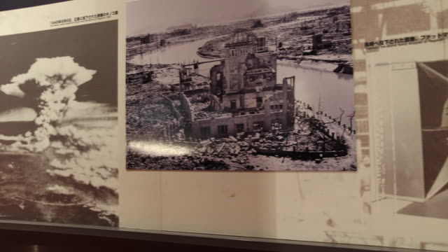 vidéos et rushes de wide angle, at the atomic bomb museum nagasaki, photographs displaying the destruction of the town and the explosion of the atomic bomb. - arme de destruction massive