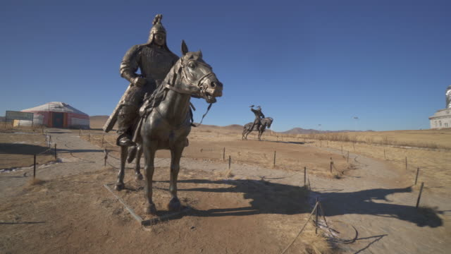 wide angle: giant bronze statues of warriors in genghis khan equestrian complex - ulaanbaatar, mongolia - ulan bator stock videos & royalty-free footage