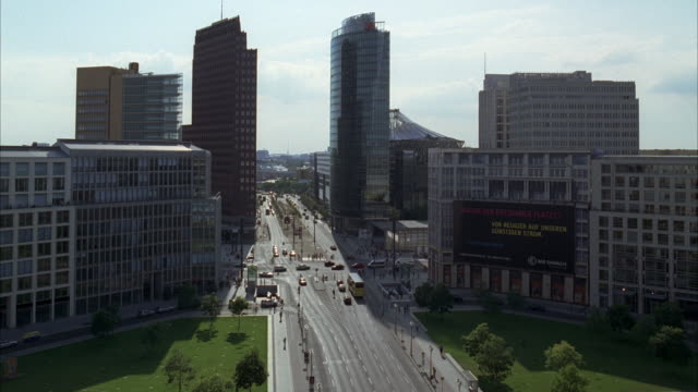 wide angle of city skyline or downtown in berlin. sony center berlin glass office building visible. cars driving on city street. high rises. - potsdamer platz stock videos & royalty-free footage