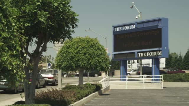 wide angle of sign for the forum stadium. city street and cars visible in bg. - inglewood video stock e b–roll