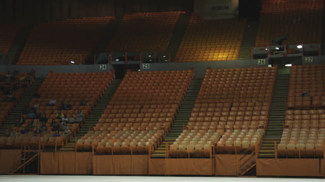 wide angle of stadium, auditorium, or concert venue. empty seats visible. the forum. people visible in seats.  people stand and clap. - concert hall stock videos & royalty-free footage